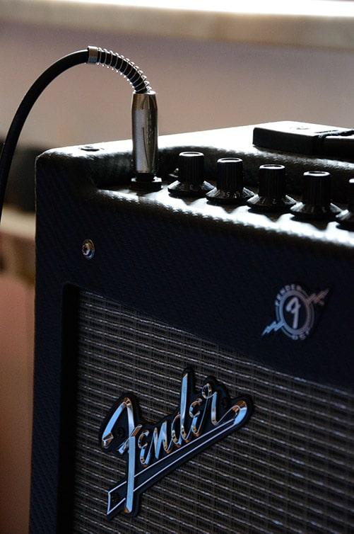 amplificatore chitarra a transistor Fender